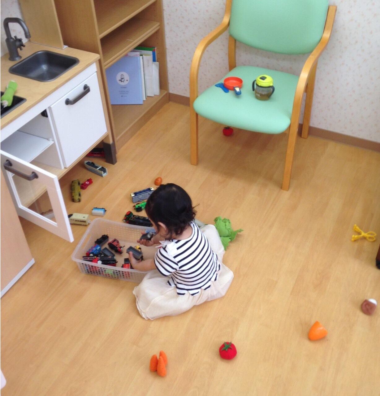ママの施術中はおもちゃでお遊び